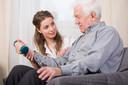 A reabilitação após acidente vascular cerebral deveria ser oferecida por meses a mais do que é atualmente