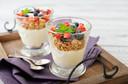 Consumo de iogurte está relacionado ao controle do equilíbrio energético, do peso corporal e da glicemia, publicado pelo European Journal of Clinical Nutrition