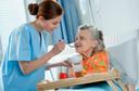 JAMA: eficácia e segurança do ácido zoledrônico em dose única para osteoporose em idosas institucionalizadas
