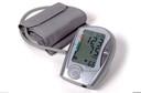 Combinação tripla de medicamentos anti-hipertensivos versus cuidados usuais para o controle da pressão arterial em pacientes com hipertensão leve a moderada