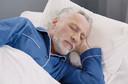 Menor duração do sono noturno está associada a um risco aumentado de deposição de beta-amiloide em idosos sem comprometimento cognitivo