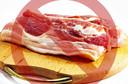 O consumo de 50 gramas de carne processada ingerida diariamente aumenta o risco de câncer colorretal em 18%